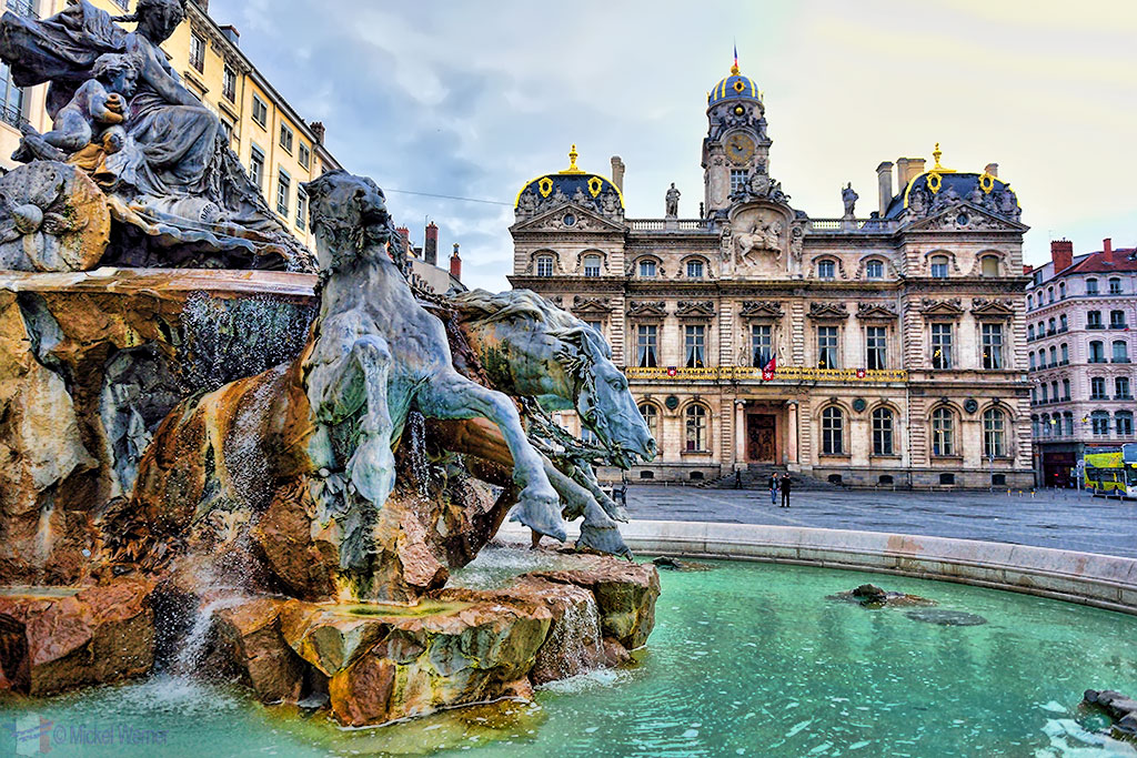 The Bartholdi fountain and the Mairie of Lyon