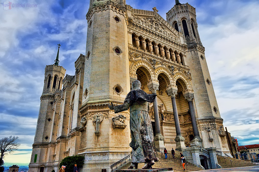 Statue of John-Paul II looking at the Basilica of Notre Dame de Fourviere of Lyon