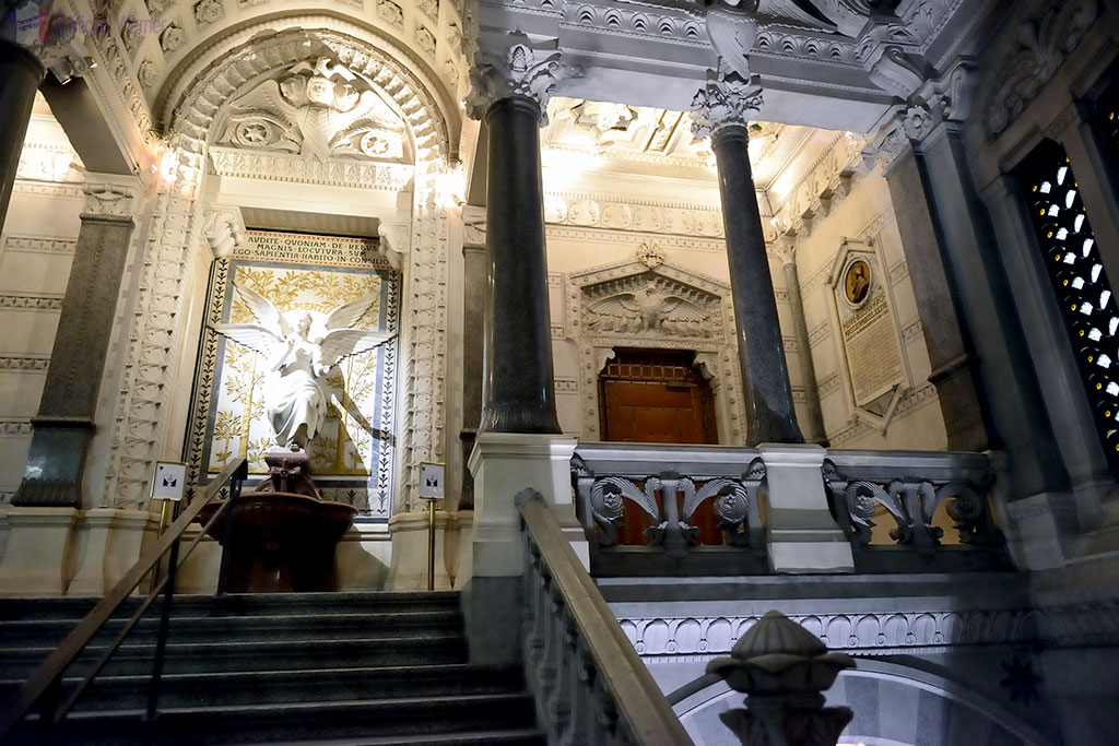 Entrance of the crypt of the Basilica of Lyon