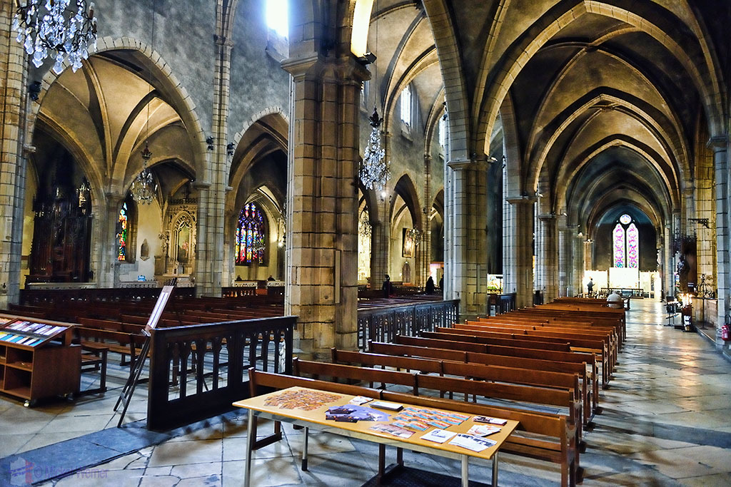 inside the nave of the Eglise (church) Saint-Bonaventure de Lyon