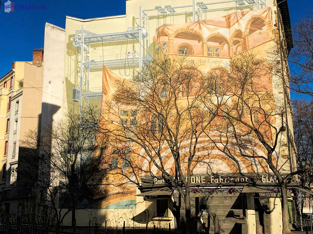 """""""Cours des Loges"""" hotel mural painting in Lyon"""