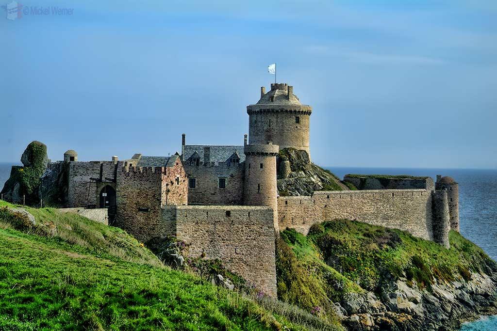 Plevenon castle fort la latte fortress travel for Fortress home