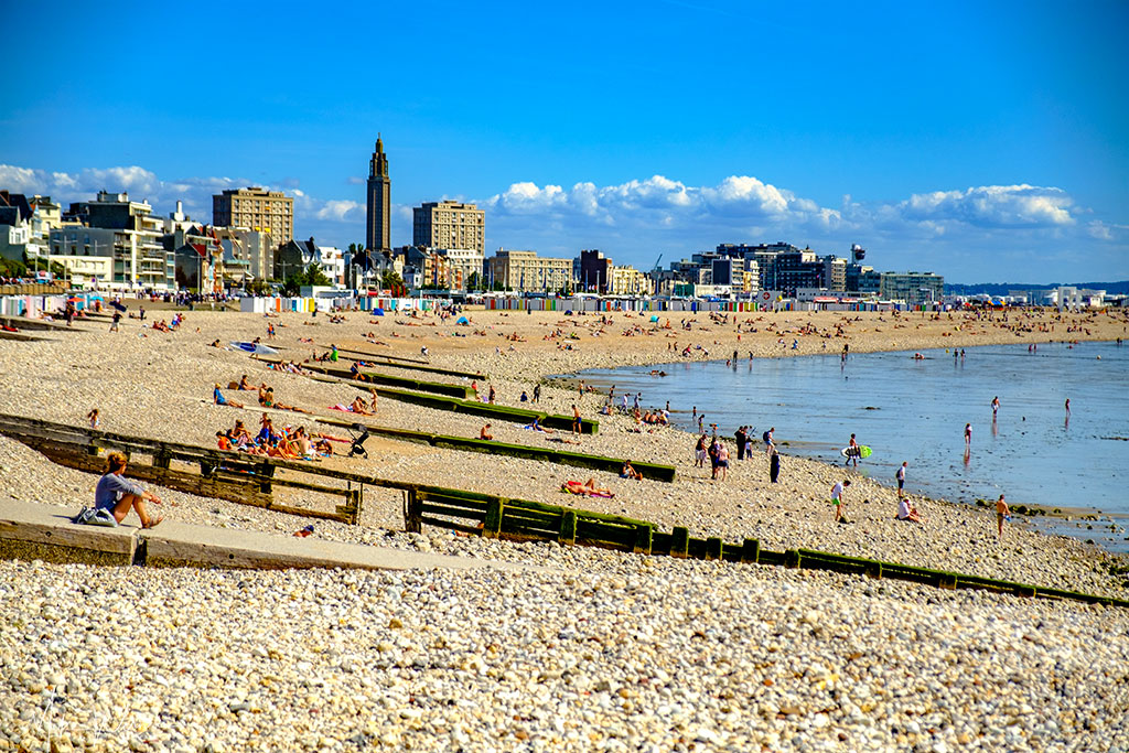 Today - The Le Havre beach is very popular, with beach huts, restaurants and entertainment. The beach is made of pebbles, not sand.