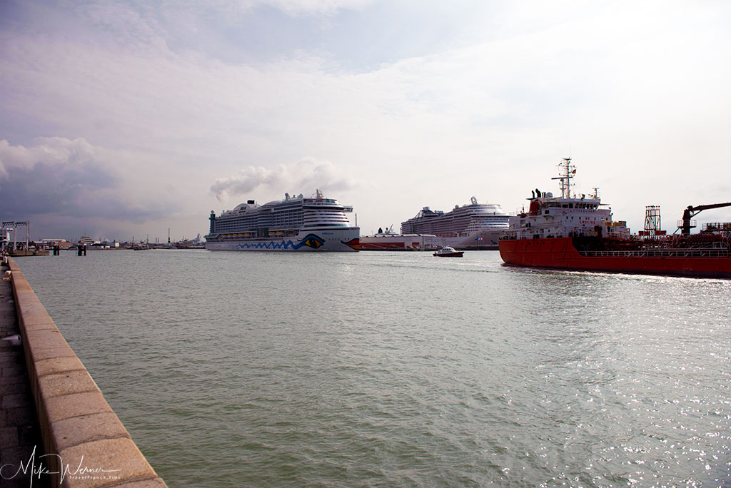 Today - Cruise Ships