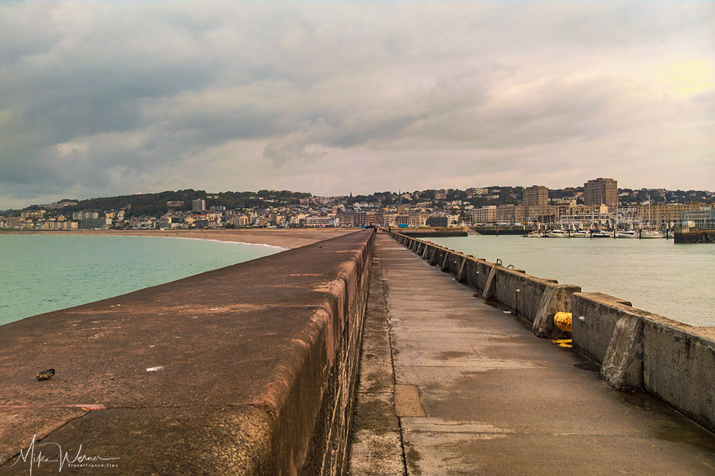 Today - Le Havre North Dike, left is Sainte-Adresse, right is Le Havre