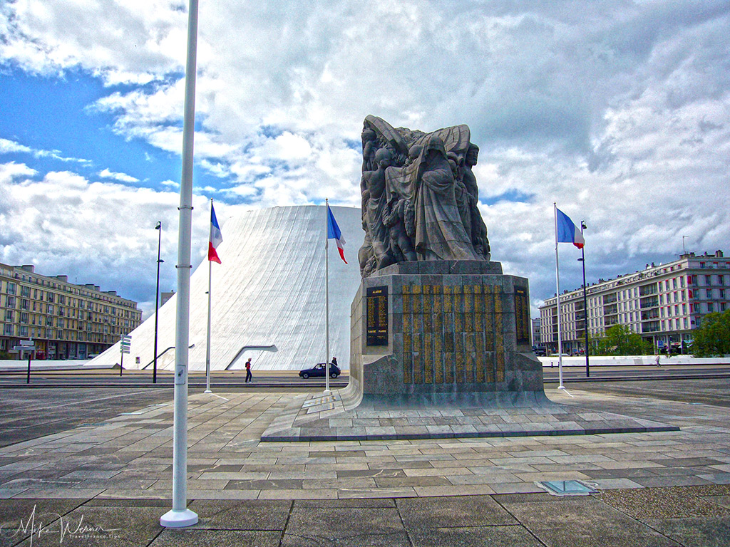 TODAY: Monument to the Dead and the Volcan